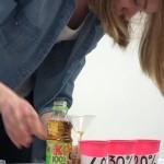 """Justyna Pluta, Lidia Trzęsowska, Aleksandra Raszewska (pokaz """"Romantyczny wieczór według dziewczyn z mat-fizu, czyli jak wytłumaczyć zachód Słońca za pomocą cukru?"""")"""